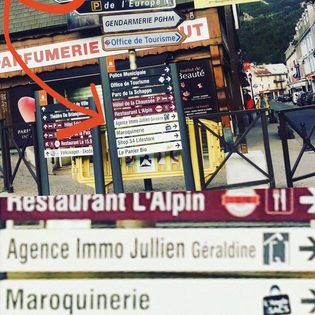 Panneau-indicateur-rue-centrale-agence-immobiliere-geraldine-jullien-1